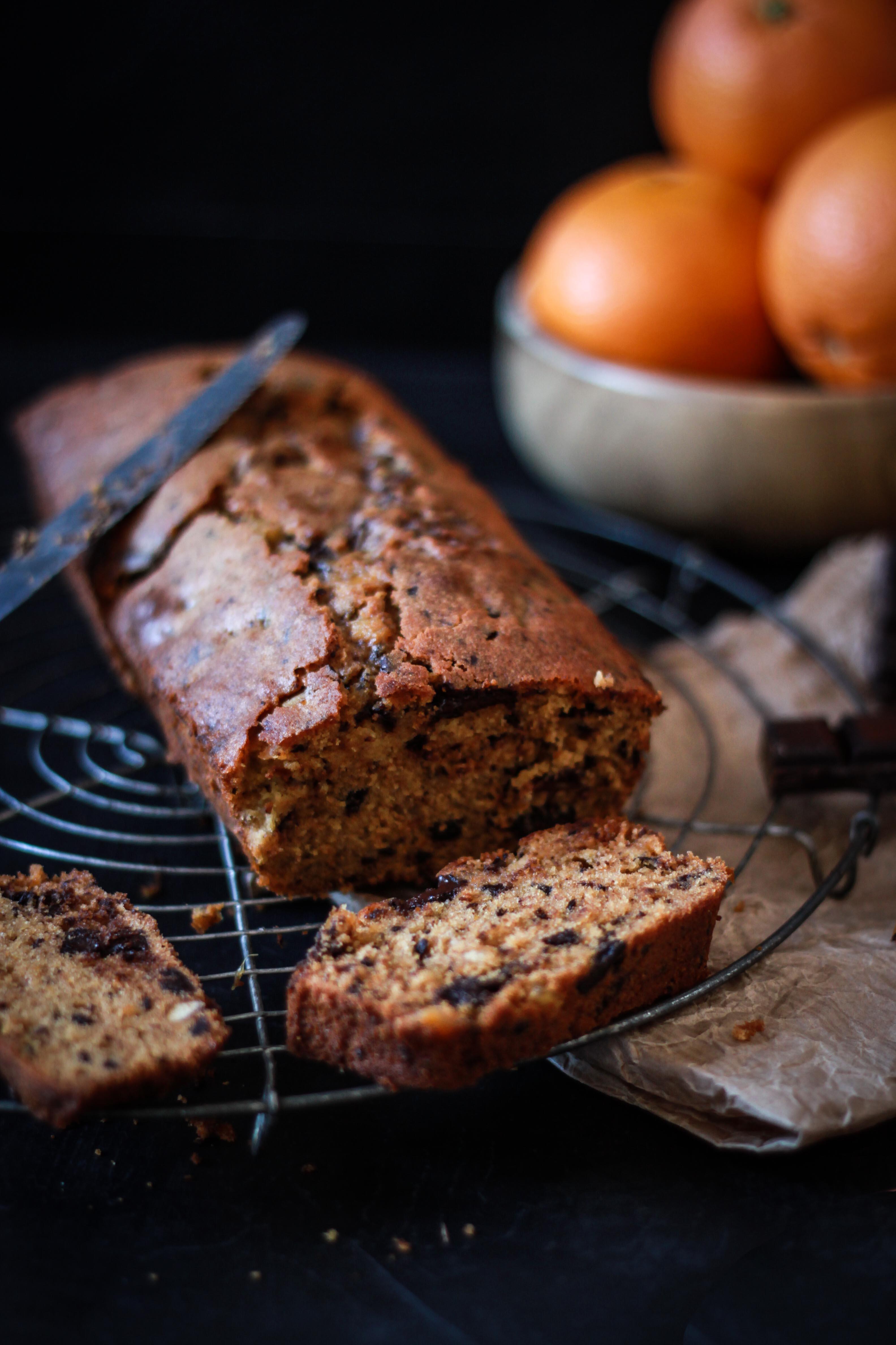 Cake aux écorces d'orange confites et chocolat noir