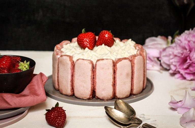 CapucineDinochau-Bigout-photographe culinaire-Lyon-charlotte fraises cuillères
