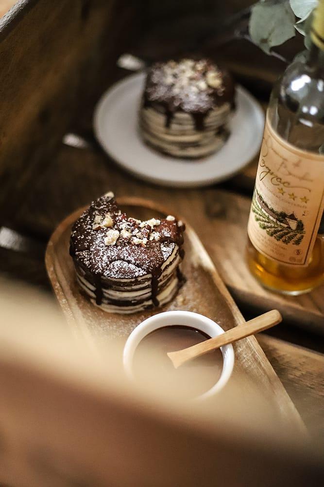 CapucineDinochau-Bigout-photographe culinaire-Lyon-recette mini gâteau de crêpes chocolat cognac noisette