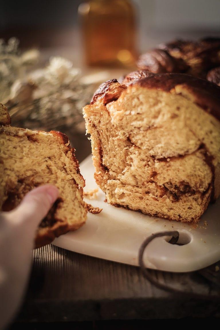 CapucineDinochau-Bigout-photographe culinaire-Lyon-recette de brioche au caramel au beurre salé