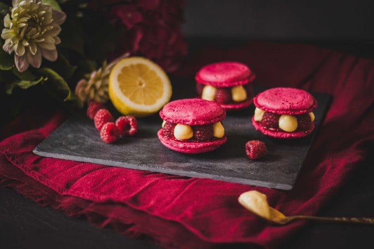 CapucineDinochau-Bigout-photographe culinaire-Lyon-macarons framboise citron basilic pivoines