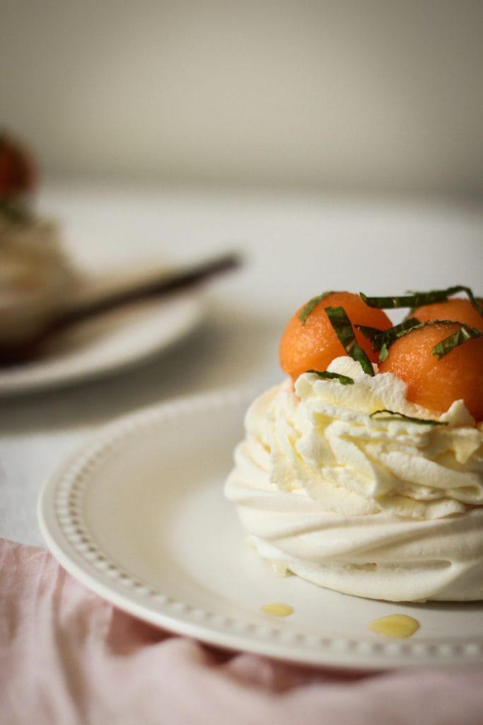CapucineDinochau-Bigout-photographe culinaire-Lyon-mini pavlova melon miel menthe