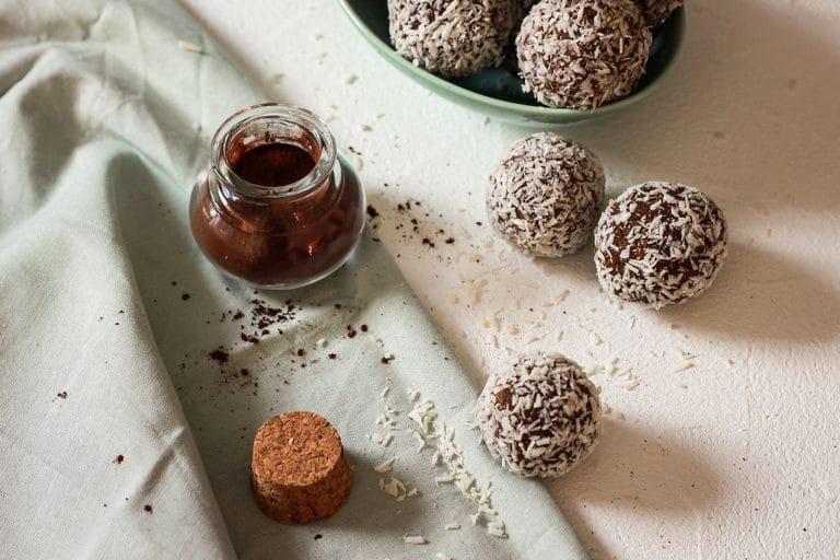 CapucineDinochau-Bigout-photographe culinaire-Lyon-energy ball chocolat coco raw sans sucre healthy