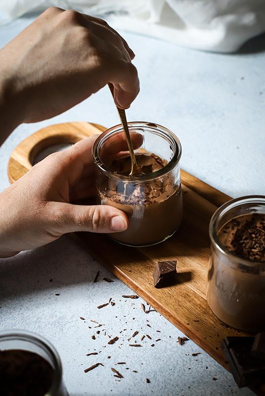 CapucineDinochau-Bigout-photographe culinaire-Lyon-recette de mousse au chocolat vegan
