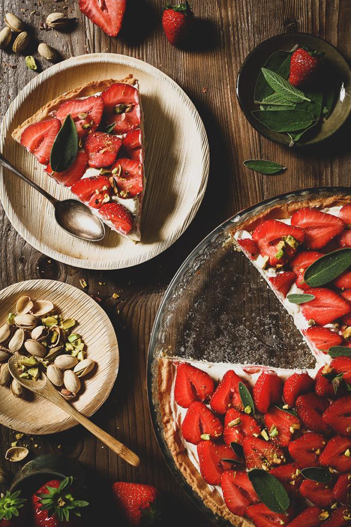CapucineDinochau-Bigout-photographe culinaire-Lyon-recette de tarte à la fraise et crème de sauge